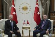 Mike Pence (links) und Recep Tayyip Erdogan. (Bild: AP, Ankara, 17. Oktober 2019)