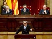 Der katalonische Regionalpräsident Quim Torra droht bei einer Rede im Parlament von Barcelona mit einem neuen Unabhängigkeitsreferendum. (Bild: KEYSTONE/EPA EFE/QUIQUE GARCIA)