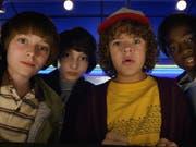 Szenenbild aus der Netflix-Hitserie «Stranger Things», zu der der Streaming-Riese im Juli eine dritte Staffel veröffentlicht hat. (Bild: KEYSTONE/AP Netflix/COURTESY NETFLIX)