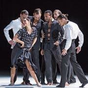 Szene aus dem Tanz-/Musik-/Bühnenstück «Carmen.maquia», das derzeit am Luzerner Theater gezeigt wird. (Bild: LT/Gregory Batardon)