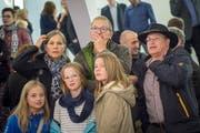 Dramatische Momente: Viele verbringen den Wahlsonntag im kantonalen Wahlzentrum Pfalzkeller in St.Gallen. Im Bild ein Gruppe Schlachtenbummler bei den letzten National- und Ständeratswahlen. (Bild: Benjamin Manser - 18. Oktober 2015)