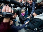 Luca gibt im Januar 2012 an einer Medienkonferenz eine Stellungnahme ab. (Bild: KEYSTONE/OLIVIER MAIRE)