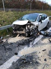 An den Fahrzeugen entstand Totalschaden. (Bild: Kapo SG)
