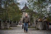 Silvio Bonzanigo am Pilatusplatz am Standort des früheren Restaurant Schmiede. Bonzanigo kritisiert den Stadtrat, dass es mit der Neuüberbauung nicht vorwärts geht. (Bild Pius Amrein, 18. Oktober 2019)