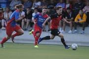 Fussball 2. Liga. FC Schattdorf - FC Cham 2. Der Schattdorfer Patrik Wyrsch (am Ball)