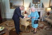 Boris Johnson und Queen Elizabeth II im Buckingham Palace. (Bild: Keystone)