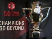 Mit Bern, Zug, Biel und Lausanne befinden sich in der Champions Hockey League noch vier Schweizer Klubs im Rennen um die Siegertrophäe (Bild: KEYSTONE/ANTHONY ANEX)