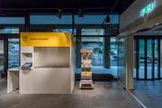 Der Paketeinwurf am Eingang des Kundenraums. (Bild: Pius Amrein, Kriens, 18. Oktober 2019)