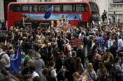 Demonstrationen vor Number 10 Downing Street, dem Sitz des britischen Premierministers. (Bild: Keystone)