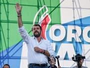 Lega-Chef Matteo Salvini führt in Rom eine Demonstration des Mitte-Rechts-Lagers gegen die Regierung an. (Bild: KEYSTONE/EPA ANSA/ALESSANDRO DI MEO)
