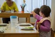 Vom erhöhten Kinderabzug profitieren vor allem Familien mit sechsstelligen Einkommen.(Samuel Golay/Keystone/Ti-Press)