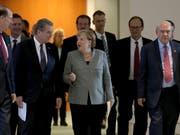 Die deutsche Kanzlerin Angela Merkel (Bildmitte) hat am Dienstag mit den Chefs von weltweiten Institutionen über die Entwicklung der globalen Wirtschaft diskutiert und weise Entscheide im Handelsstreit sowie beim Brexit gefordert. (Bild: KEYSTONE/AP/MICHAEL SOHN)