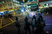 Ein Bild von Protesten in Hong Kong. Diese und weitere Aufnahmen waren in einer Ausstellung in Zürich zu sehen. (Bild: Lam Chun Tung)