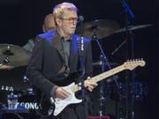 Der Meister der Gitarrensaiten, Eric Clapton, kommt am 5. Juni 2020 nach zwölf Jahren wieder in die Schweiz. Bei dem Konzert im Zürcher Hallenstadion will er auf seine Grosserfolge zurückblicken. (Bild: Keystone/GEORGIOS KEFALAS)