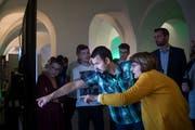 Wie schneidet der Lieblingskandidat ab? Politik-Interessierte verfolgen derzeit im Pfalzkeller in St.Gallen die National- und Ständeratswahlen live. (Bild: Benjamin Manser - 20. Oktober 2019)