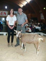 Peter Scherrer gewinnt mit Ornella die Konkurrenz der Ziegen. (Bild: Franz Steiner)