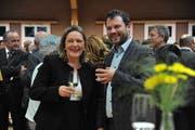 Heidi Z'graggen, neue Urner Ständerätin und Simon Stadler, neuer Nationalrat, feiern bei der CVP Erstfeld. (Bild: Urs Hanhart)