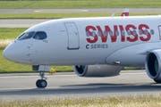 Rund 10'000 Swiss-Passagiere waren diese Woche vom temporären Grounding der A220-Flotte betroffen. (Bild: Keystone)