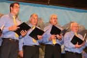 Der Männerchor Rossrüti sang unter anderem ein Lied zur eigenen Ehre. (Bilder: Christof Lampart)