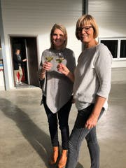 Irene Räss (SVP) und Seline Heim (CVP) treffen sich nach dem ernüchternden Ergebnis auf dem Bauernhof. (Bild: PD)