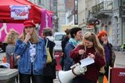 Pfeifkonzert am Weckruf der Frauen vom Montagmittag im St.Galler Stadtzentrum. (Bilder: Alexa Maier - 21. Oktober 2019)