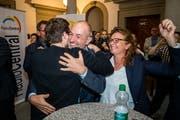 Roland Fischer (GLP) empfängt am Wahlsonntag im Luzerner Regierungsgebäude Gratulationen. (Bild: Philipp Schmidli, 20. Oktober 20199