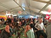 Heinz, Heinz, Heinz - so weit das Auge reicht im Festzelt am ersten Heinzentreffens. (Bild: Salome Preiswerk Guhl)