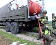 Dank Schlauchsystemen können Soldaten Wasser über mehrere Kilometer transportieren. (Bild: PD)