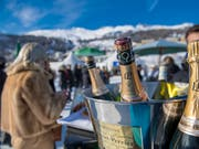 Da knallen die Champagnerkorken: die Schweizer bleiben beim Vermögen an der Spitze (Symbolbild). (Bild: KEYSTONE/GIANCARLO CATTANEO)