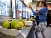 Frische Früchte und einen «Töggelikasten» - Items, die in keinem coolen Start-up fehlen dürfen (Symbolbild). (Bild: KEYSTONE/JEAN-CHRISTOPHE BOTT)
