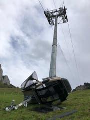 Die Gondel prallte in Masten sechs und stürzte ab. (Bild: Kantonspolizei Schwyz, 20. Oktober 2019)