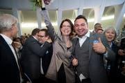 Stadt statt Land, Frau statt Mann: Anwältin Susanne Vincenz-Stauffacher (hier mit Parteipräsident Raphael Frei) hat den Bauernsitz der St.Galler FDP erobert. (Bild: Ralph Ribi)