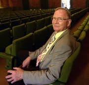 Der verstorbene Franz Pfister im Jahr 2001 im grossen Saal des Theaters Uri. (Archivbild: Angel Sanchez)