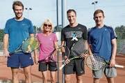 So speziell wie die Spielerpaarungen waren auch die Spitzenklassierungen (v.l.): Patrick Hasler (2. Platz), Marlene Kühnis (4. ), Björn Schneider (Sieger) und Jonas Kobler (3.). (Bild: pd)