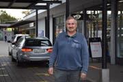 Pius Schwendimann wurde zum Sprecher der Taxifahrer bestimmt. Der 62-Jährige ist seit 23 Jahren im Geschäft und führt in Wil ein eigenes Taxiunternehmen. (Bild: Rosa Schmitz)
