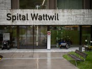 Das Spital Wattwil gehört zu den fünf Regionalspitälern im Kanton St. Gallen, die von einer Schliessung bedroht sind. Entscheiden wird der Kantonsrat im kommenden Frühjahr. (Bild: KEYSTONE/Gian Ehrenzeller)