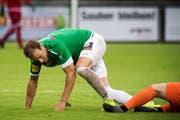 Raphael Huber rappelt sich auf: Das muss die ganze Mannschaft am Samstag in Köniz, um auf die Strasse des Erfolgs zurückkehren zu können. (Bild: Michel Canonica)