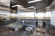 Steril und blitzsauber, ein öffentliches WC am Bahnhof Islikon. (Bild: Donato Caspari)