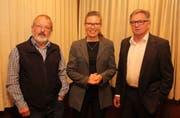 Monika Stampfli, Geschäftsführerin Winterhilfe Schweiz, zusammen mit Isidor Baumann (rechts), Präsident Urner Winterhilfe und Geschäftsleiter Hans Gisler. Bild: (Paul Gwerder, Spiringen, 24. Oktober 2019)