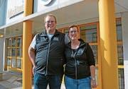 Daniel und Isabelle Gerig vor dem neuen Lokal. (Bild: Karin Erni)