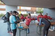 Die Helferinnen und Helfer des Sportvereins Knutwil-St. Erhard waren auch beim Schulhaus Würzenbach stationiert. (Bild: Michael Wyss)