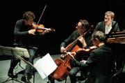 Kraftvolle Solisten aus den Reihen des Lucerne Festival Orchestras: Raphael Christ (links), Jens Peter Maintz und Raphael Sachs. Im Hintergrund Benjamin Grosvenor. (Bild: Valentin Luthiger, PD)
