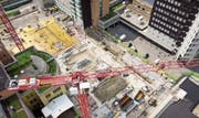 Grossbaustelle Kantonsspital: Für die Prüfung von Baugesuchen für solche Vorhaben wurden die Tarife angepasst.Bild: Ralph Ribi (2.Juli 2019)
