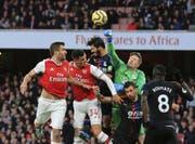 Granit Xhaka (Nummer 34) im Spiel gegen Crystal Palace. Nach seiner Auswechslung lässt er sich von den eigenen Fans provozieren.