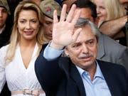 Der neue Präsident Argentiniens heisst Alberto Fernández - der Oppositionskandidat hat die Wahl am Sonntag gewonnen. (Bild: KEYSTONE/AP/NATACHA PISARENKO)