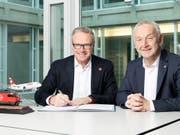 SBB-Chef Andreas Meyer (links) und Swiss-Chef Thomas Klühr wollen stärker kooperieren. (zvg)