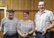 Die erfolgreichen Unterschächner Schützen; von links: Ruedi Arnold, Susi Schuler und Heinz Bissig. (Bild: PD)