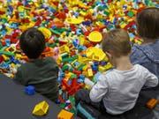 Die kleinen Steinchen sind bei Kindern beliebt: nun hat Lego einen Teil des neuen Hauptsitzes eingeweiht (Symbolbild). (Bild: KEYSTONE/SALVATORE DI NOLFI)
