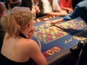 Glücksspiele können Glück auslösen, aber auch süchtig machen - insbesondere auch bei Online-Geldspielen. 16 Deutschschweizer Kantone lancieren nun eine digitale Sensibilisierungskampagne. (Bild: KEYSTONE/GAETAN BALLY)