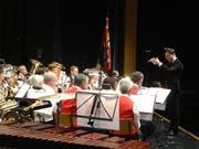 Die Stadtmusik Arbon unter der Leitung des neuen Dirigenten Gabriel Mayer Hétu. (Bild: Erwin Schönenberger)